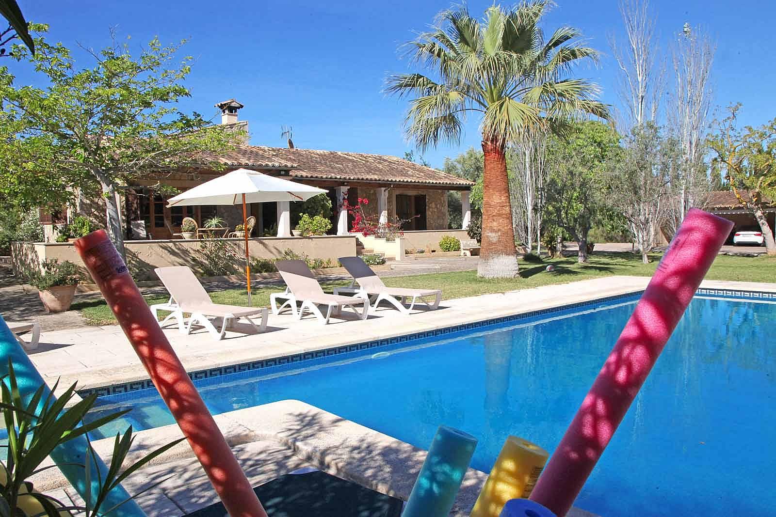 Preciosa intima gran jard n para ni os y piscina palma for Piscina y jardin mallorca