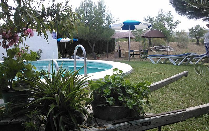 Casa para alugar com piscina el sauco c llar granada for Piscina granada centro