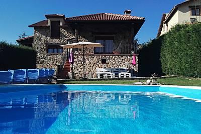 Precioso chalet con piscina en Segovia  Segovia