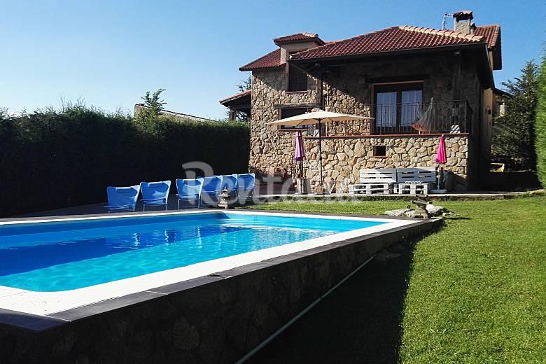 Preciosa chalet con piscina en segovia otero de herreros for Piscina guadarrama