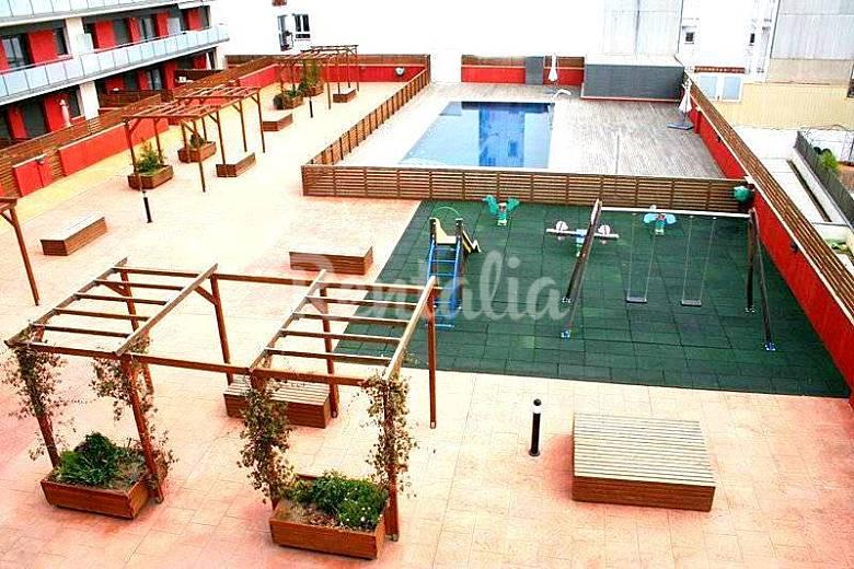 Apartamento en alquiler a 50 m de la playa calella for Piscina 50 metros barcelona