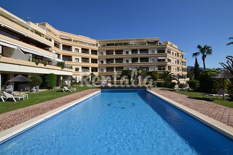 Apartamento de 1 habitaciones en nueva andalucia puerto for Hoteles con piscina climatizada en andalucia