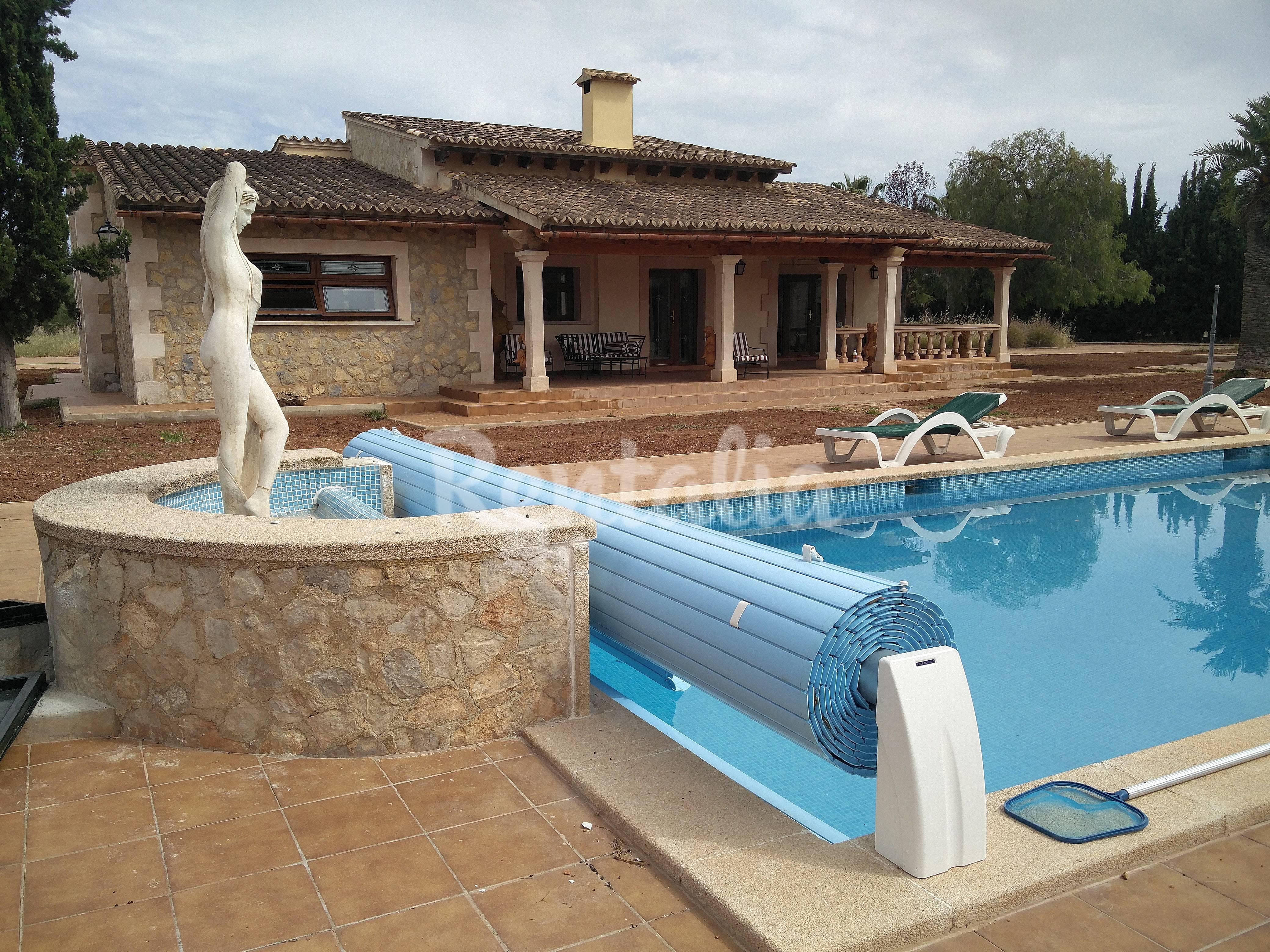 Casa de campo impresionante con piscina y pista for Casas con piscina mallorca