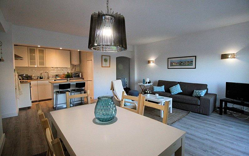 Apartment for 4 people only 1000 meters from the beach Algarve-Faro - Living-room