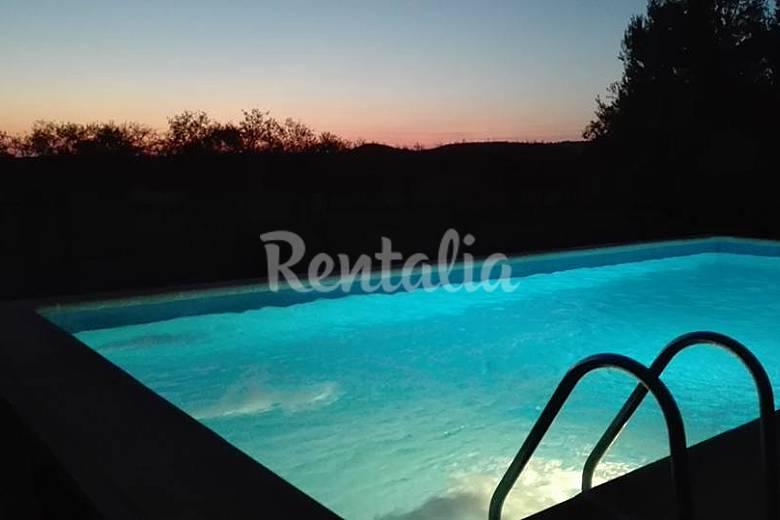 Villa de 4 habitaciones con piscina colmenar de oreja for Piscina la almudena