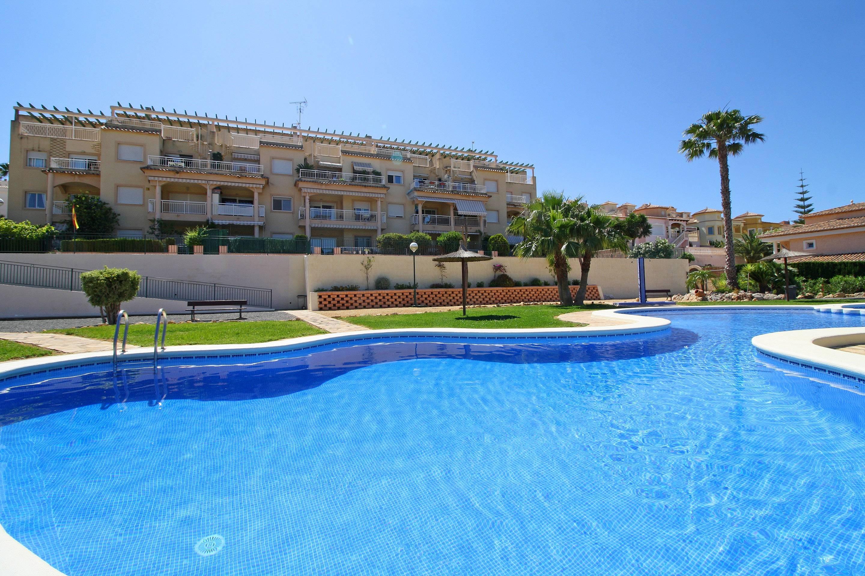 Apartamento con piscina jard n y parking calpe calp for Piscinas calpe