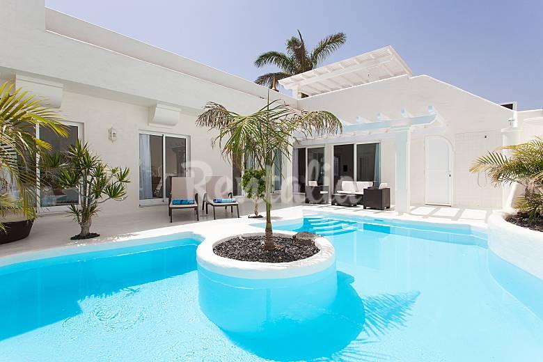 2 villas de lujo para 6 personas a 1500 m de la playa for Villas de lujo en madrid