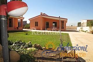 Villa with garden in Marzamemi Syracuse