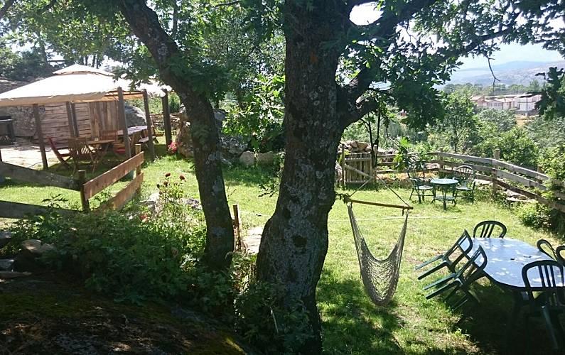 Casa Jardín Ávila Hoyocasero Casa en entorno rural - Jardín