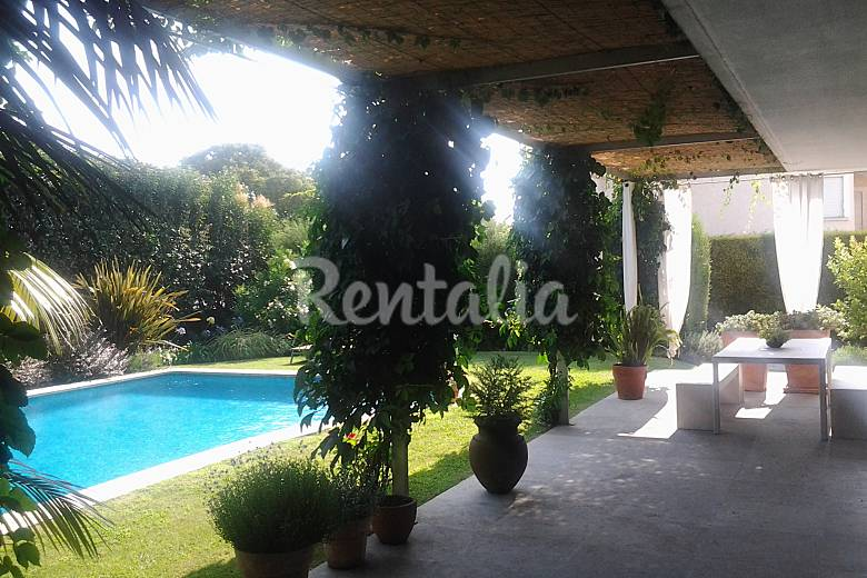 Villa for rent only 1200 meters from the beach Lisbon