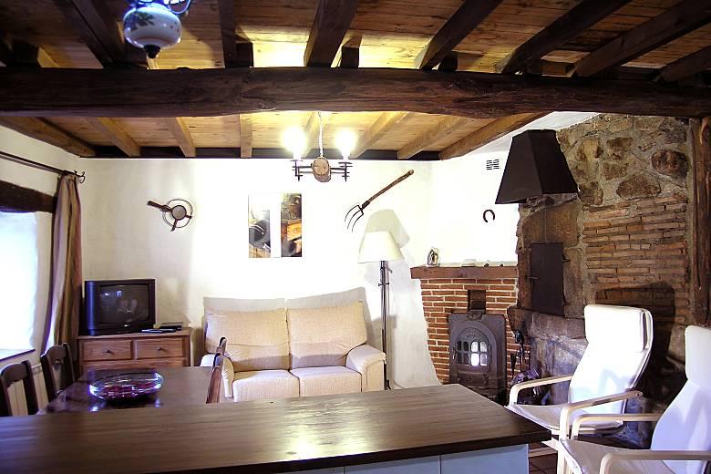 Casa en la entrada de gredos con patio privado for Navalperal de tormes