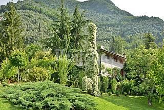 Porzione di villa bifamiliare con giardino privato Lucca