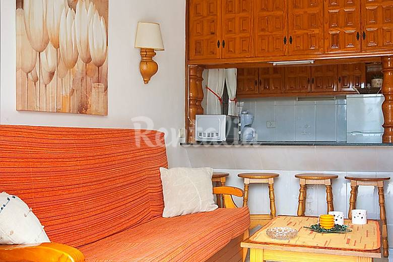 Apartamento para 5 personas en san bartolom de tirajana for Muebles san bartolome