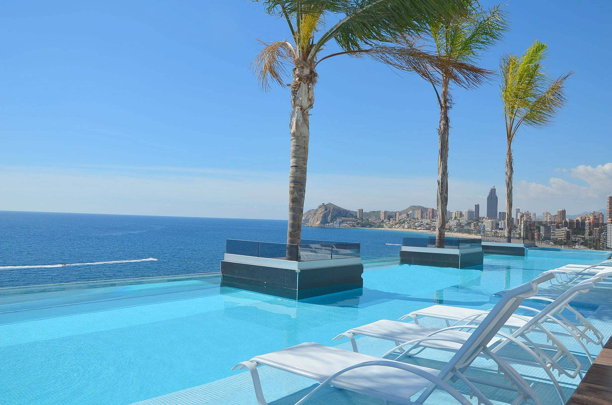 apartment with infinity pool and see views - Benidorm ...