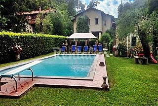 Splendido rustico con parco e piscina. Lucca