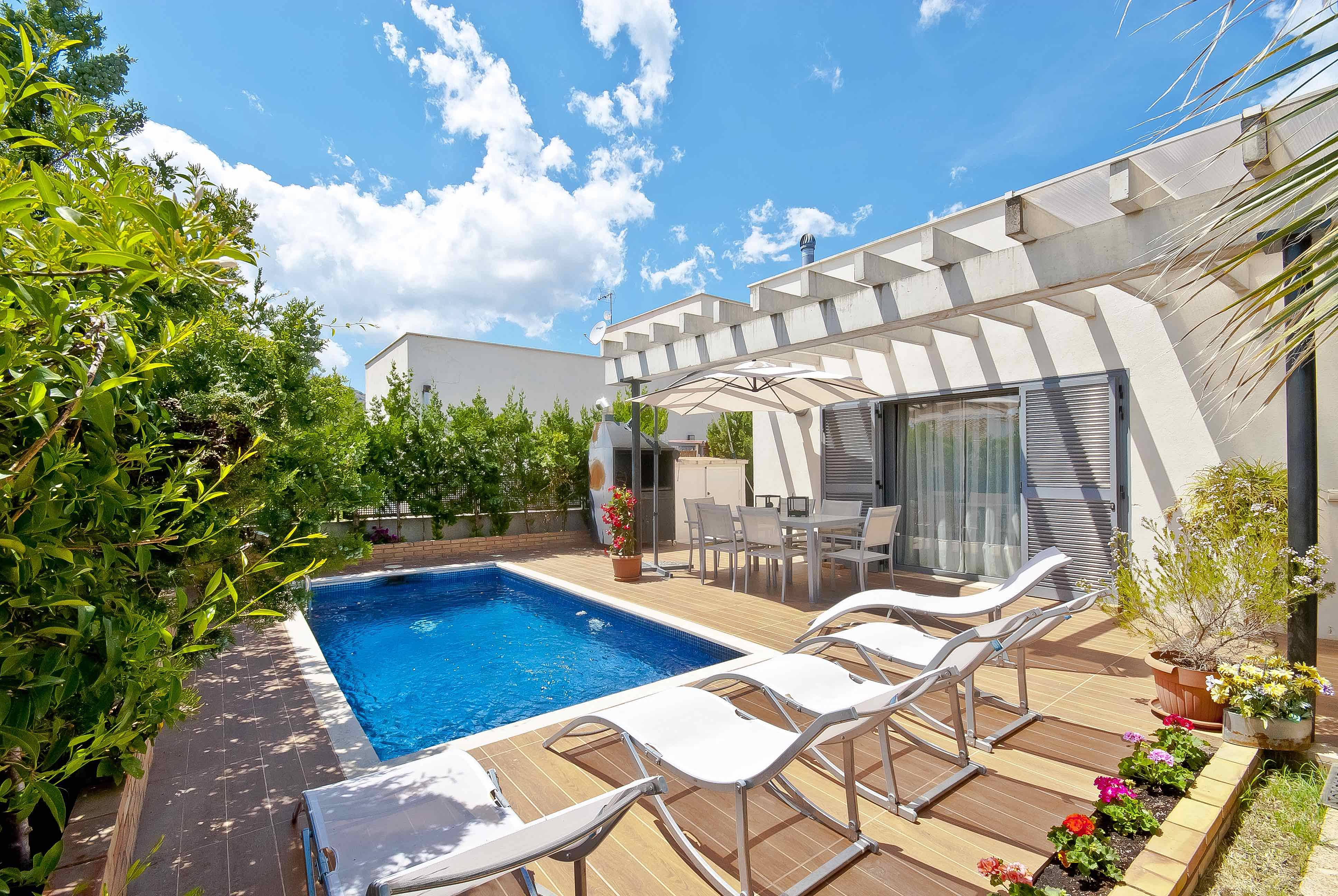 Villa moderna en pto alcudia con piscina privada port d for Piscina municipal alcudia