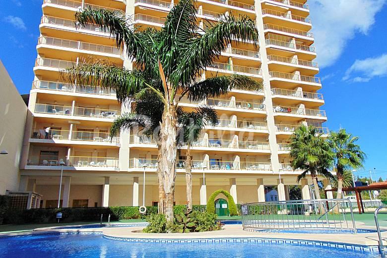 Apartamento con piscina y vistas al mar en calpe calpe for Villas en calpe con piscina