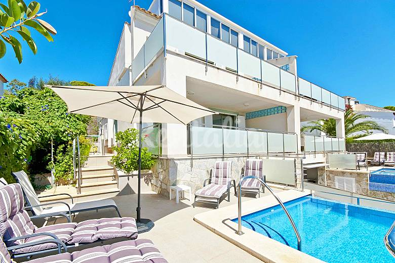 Gran casa con piscina junto al mar port d 39 alcudia for Casas con piscina mallorca