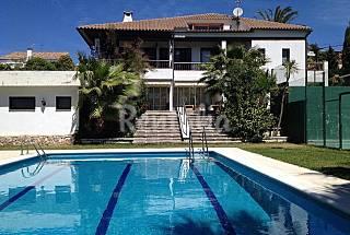 Magnífica Villa con Pista de Tenis Tarragona