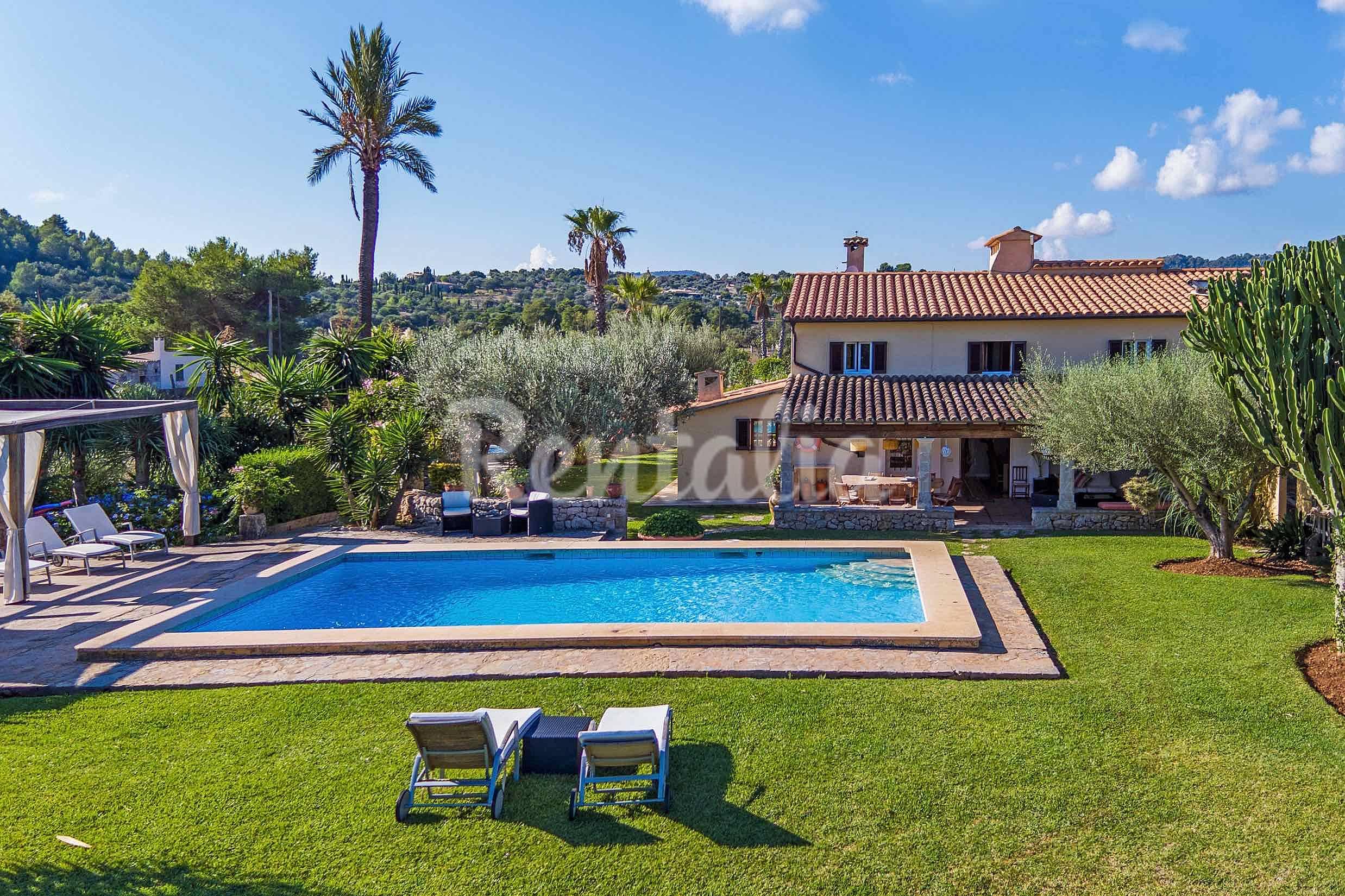 Villa de 6 dormitorios grandes jardines y piscina for Piscina y jardin mallorca