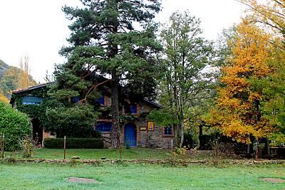 Casa con gran jardín en montaña leonesa León