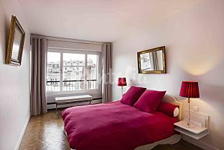 2-room apartment in 1970s era building with WiFi a Paris