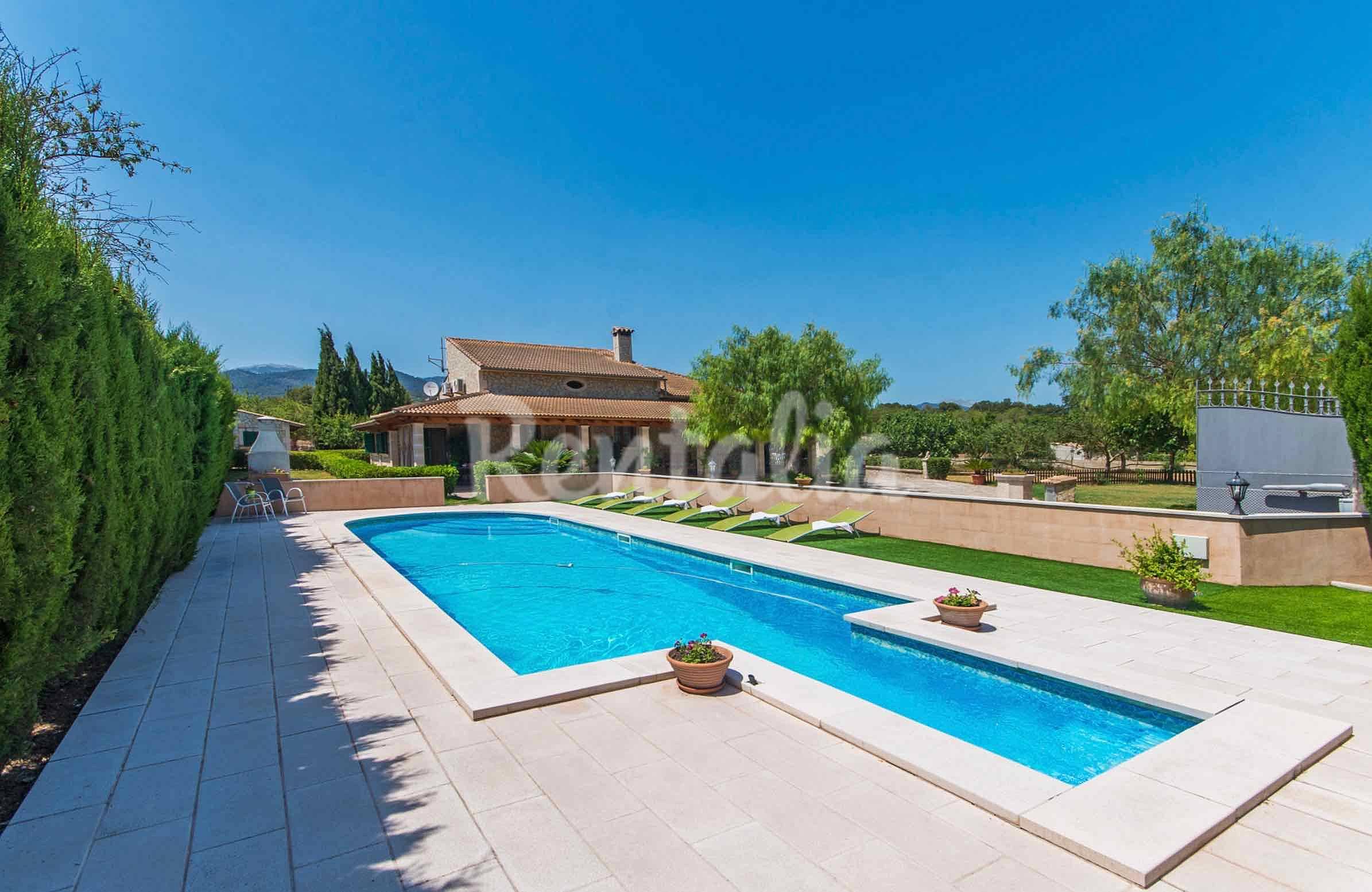 Villa con piscina en el campo mallorqu n lloseta for Piscinas en el campo