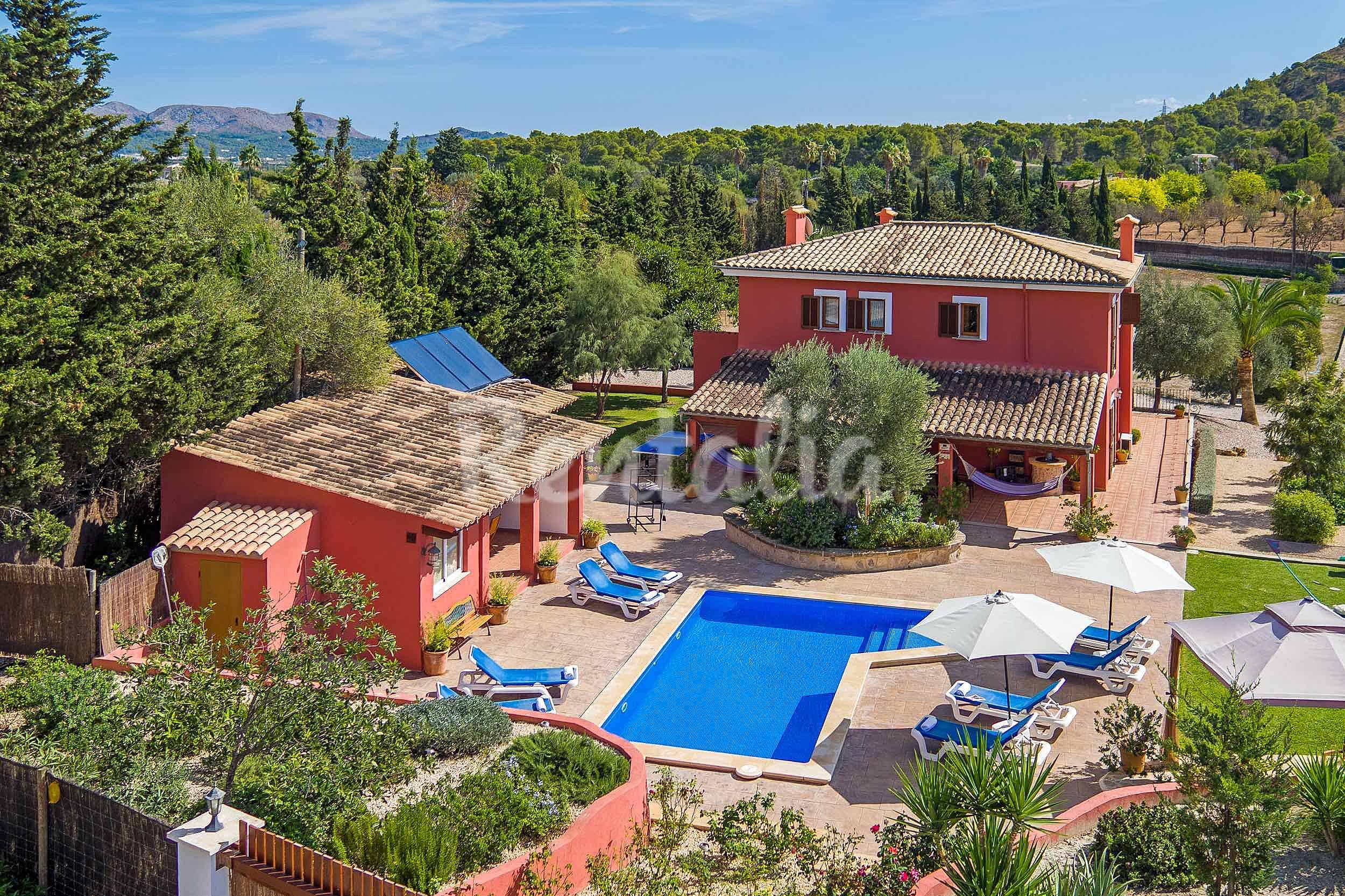 Villa con piscina privada y jardines mediterr neos for Piscina y jardin mallorca