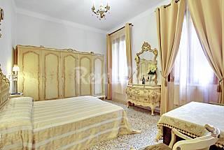 Apartamento de 2 habitaciones a 500 m de la playa Venecia