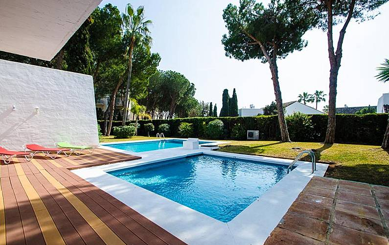 Villa en location san pedro de alcantara nueva for Chauffage piscine russe