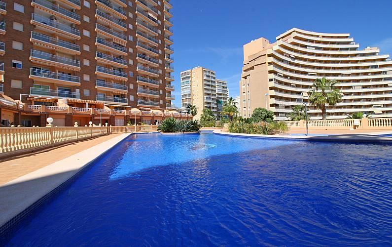 Appartement en location 100 m de la plage calpe calp for Alentour piscine