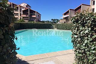 Studio with pool overlooking marina Landes