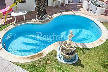 Amplia villa espa ola con piscina nerja m laga costa for Piscina publica malaga
