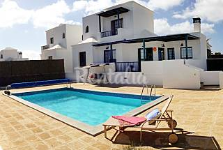 Villa with private heated pool, gaming room, WIFI Lanzarote