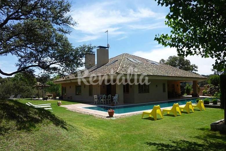 Villa de lujo a 30 km de madrid para 14 26 pax los for Villas de lujo en madrid