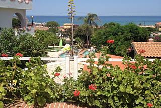 Apartment in villa with sea view Palermo