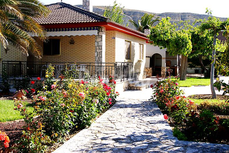 Casa con piscina ideal para familias nuez de ebro for Piscina publica zaragoza