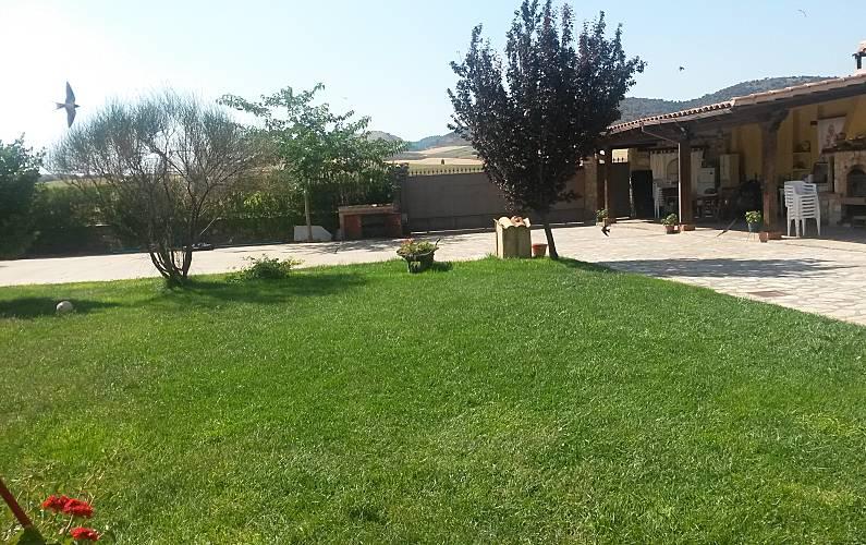 Villa-Chalet Jardín Cuenca Villar de Olalla Villa en entorno rural - Jardín