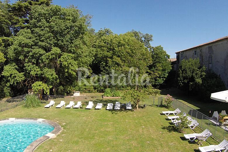 Castillo con piscina privada gramazie aude for Piscina privada