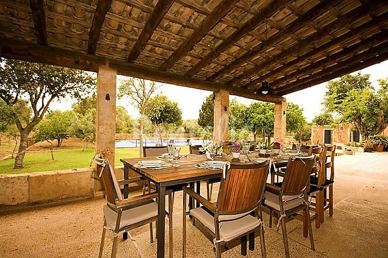 Casa en alquiler con piscina sa marineta manacor for Casas con piscina mallorca