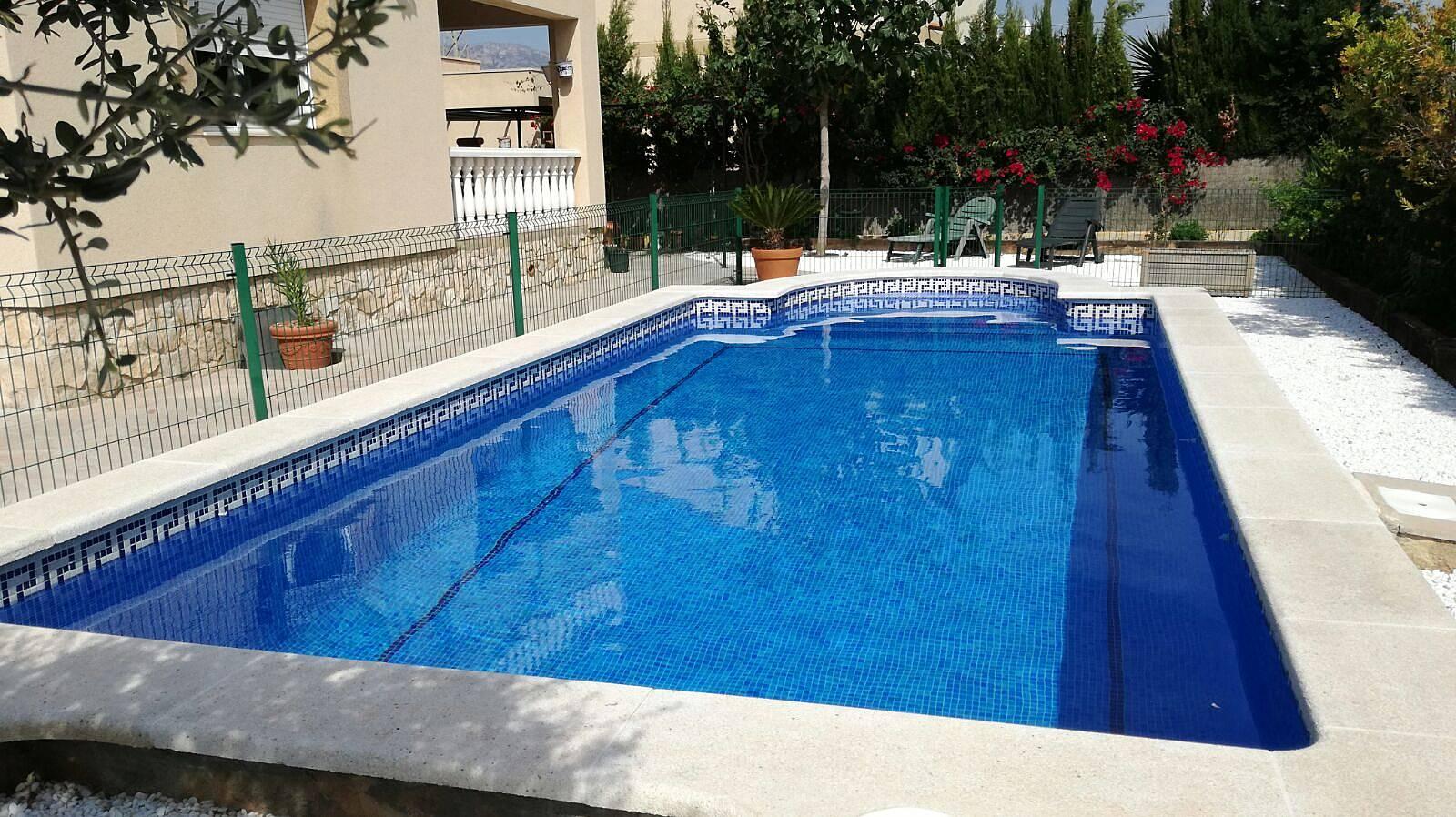 Chalet de 120m2 avec piscine priv e s curis e tres - Chalet avec piscine privee ...
