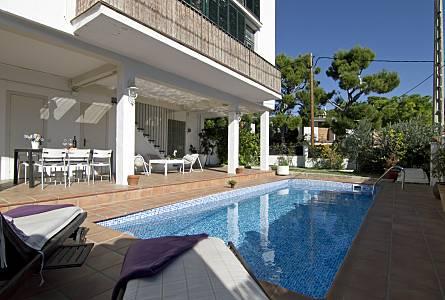 Alquiler apartamentos vacacionales en sitges barcelona y casas rurales - Alquiler casas rurales barcelona ...