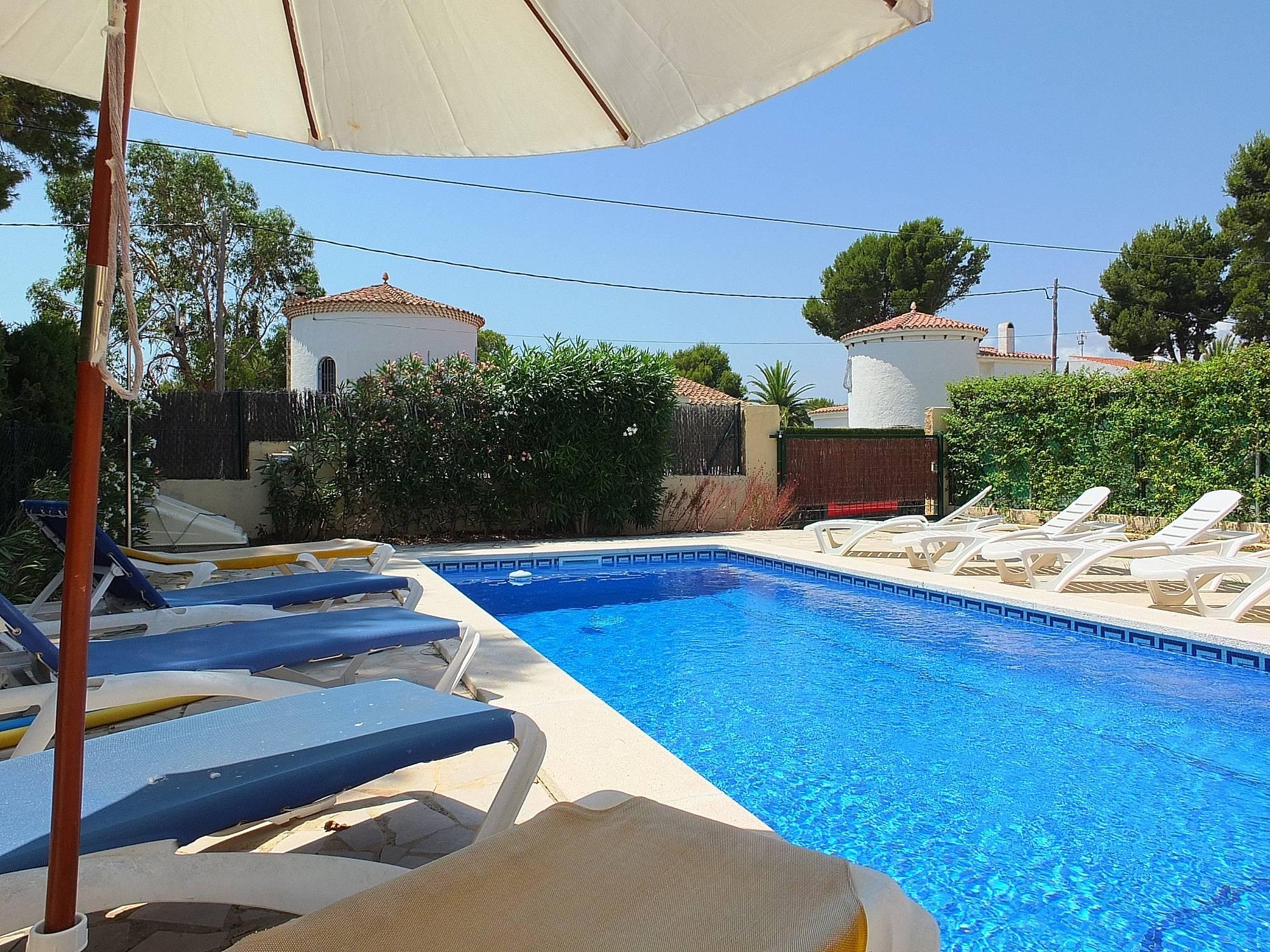 Casa en alquiler a 400 m de la playa tres calas l - Alquiler casas vacacionales costa dorada ...