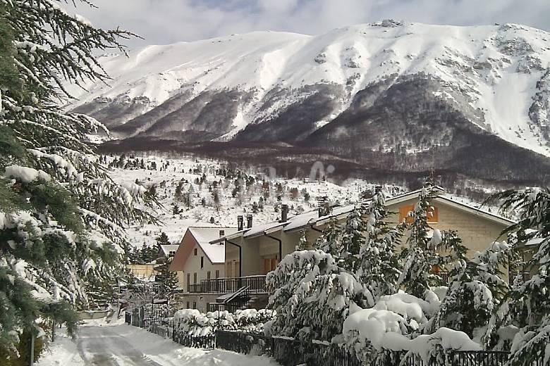 Casa in montagna piano terra con giardino e camino campo for Casa montagna camino