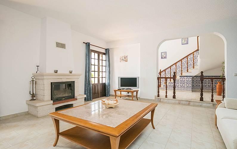 Maison en location 6 km de la plage guia albufeira for 18 8 salon locations