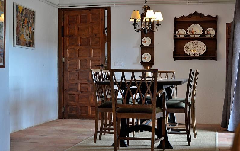 Casa Comedor Cuenca Valdetórtola Casa en entorno rural - Comedor