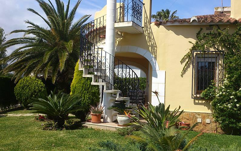 Villa en location 75 m de la plage oliva valence for Piscine jardin valence