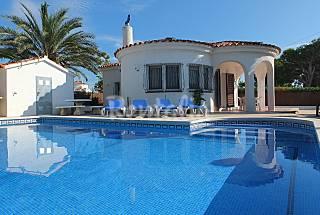 a 2min de la playa,con piscina privada,wifi y aire Tarragona