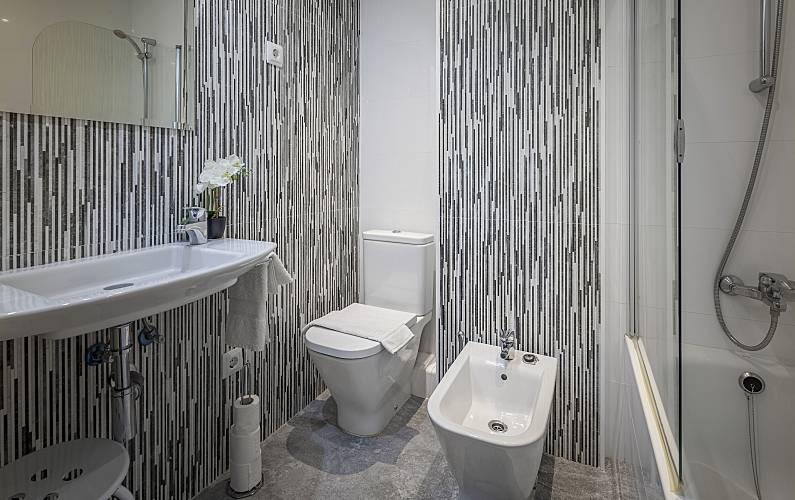 Wohnung mit 3 zimmern im zentrum von barcelona barcelona - Badezimmer franzosisch ...