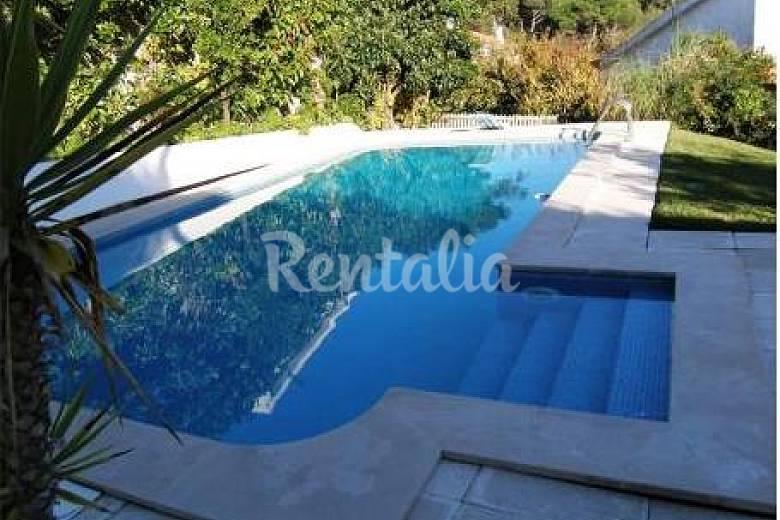 Huis met zwembad volledig uitgerust op 2 km van strand colares sintra lissabon kust van - Zwembad met strand ...